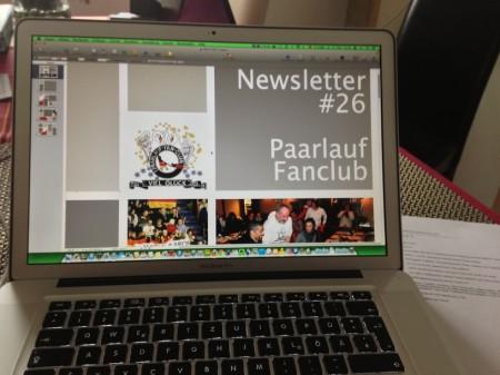 Der Newsletter 26 entsteht am Computer