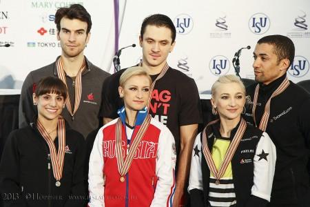 Kleine Siegerehrung Meagan DUHAMEL , Eric RADFORD (CAN) Tatiana VOLOSOZHAR , Maxim TRANKOV (RUS) Aliona SAVCHENKO , Robin SZOLKOWY (GER)
